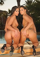 Lulu and Brooke - Bikini beauties strip and finger