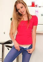 Nubiles.net Sydney Cross - Nubile babe Sydney Cross takes off her jeans and plays with her pussy using a dildo